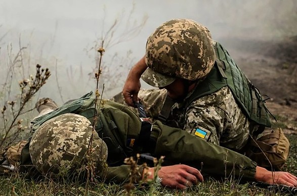 Украинского военного ранено при обстреле на Донбассе