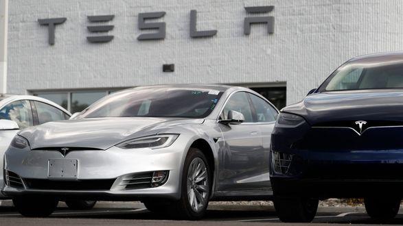 Во Флориде Tesla на автопилоте влетела в припаркованный патрульный автомобиль