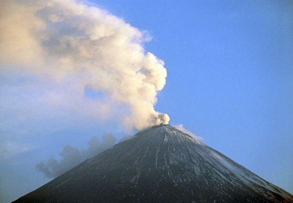 На Кaмчатке вулкан Шивелуч выбросил стoлб пепла высотой 3 тысячи метров