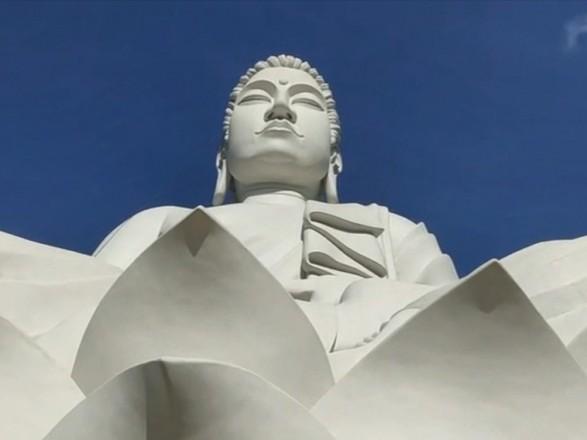 В Бразилии открыли статую Будды, которая выше статуи Христа в Рио-де-Жанейро