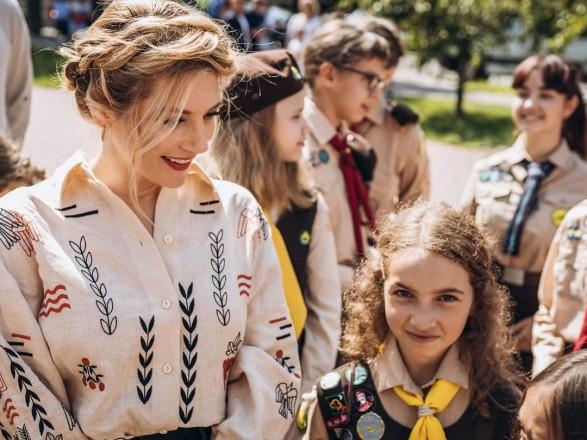 """Звезда сериала """"Викинги"""" в Украине: Кэтрин Винник посетила """"Пласт"""""""