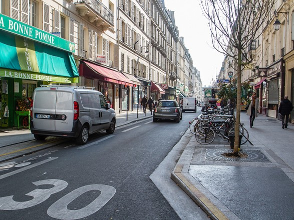 Париж ограничил скорость автомобилей 30 км в час