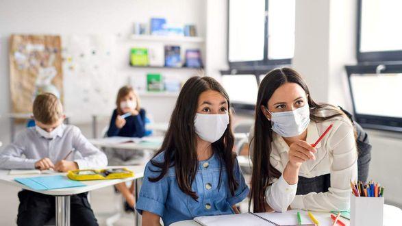Детский фонд ООН призвал вакцинироваться учителей и родителей от COVID-19