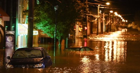"""Количество жертв урагана """"Ида"""" возросло до 22 человек, среди них двухлетний ребенок - СМИ"""