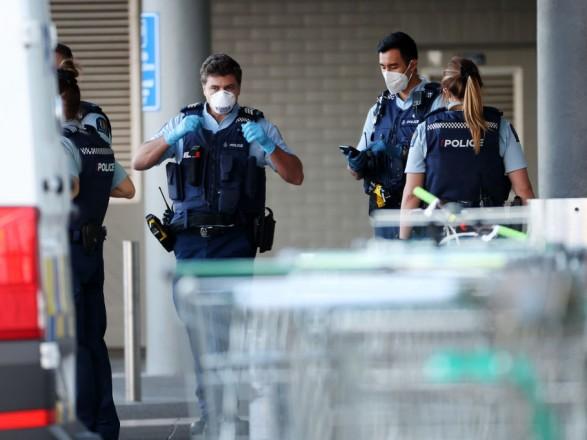 В Новой Зеландии мужчина напал с ножом на людей в супермаркете: его застрелили