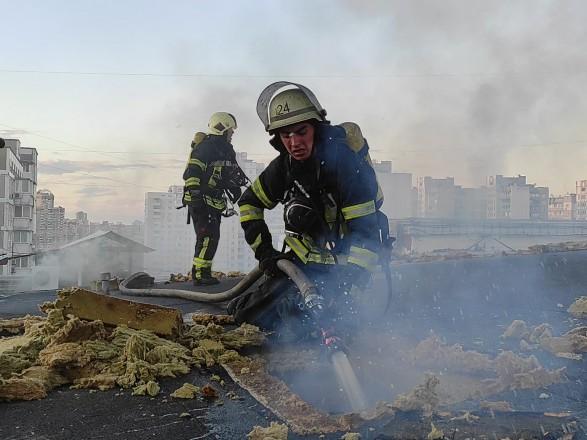 В Киеве ликвидировали пожар в бизнес-центре: удалось спасти ребенка