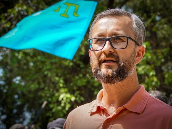 Удерживали в неизвестном помещении и с мешком на голове: адвокат рассказал подробности задержания Наримана Джелялова