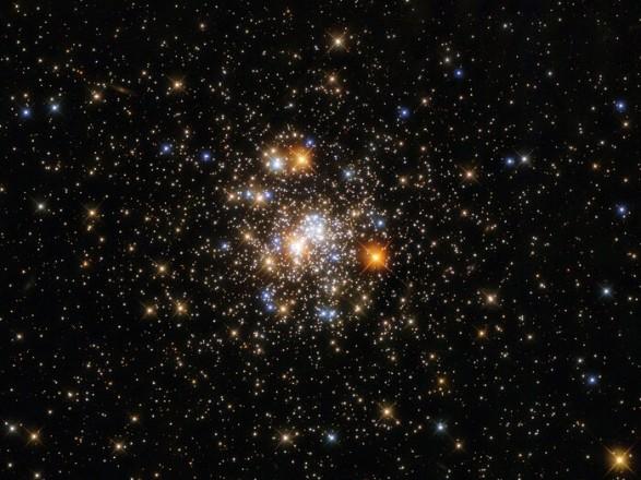 Телескоп Hubble показал шарообразное скопление звезд в созвездии Стрелец