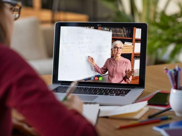 Минздрав назвал критерии перехода на дистанционное обучение
