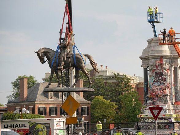 Судебное разбирательство длилось год: в США демонтировали статую американского генерала из-за расовой дискриминации