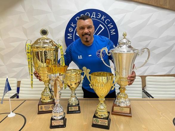 Четырехкратный чемпион Украины по футзалу освободил бразильского тренера