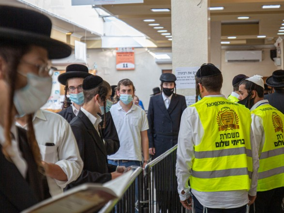Из-за подделки тестов на COVID-19: в Израиле вызвали на допрос более 150 хасидов, прибывших из Умани