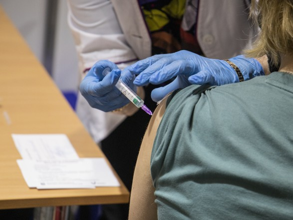Украина нарастила вакцинацию от COVID-19 за сутки до 135 тысяч прививок