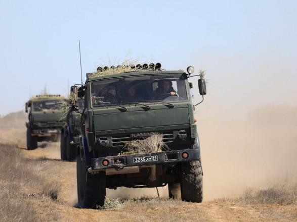 В оккупированном Крыму российские военные начали артиллерийские учения: отрабатывают боевые стрельбы