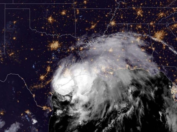 """Шторм """"Николас"""" усилился до урагана: под угрозой оказались Техас и Луизиана"""