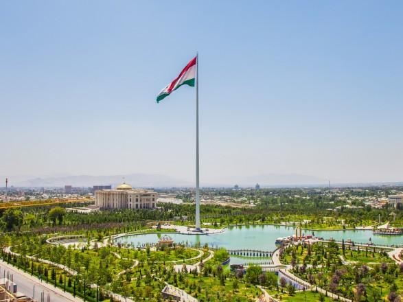 """МИД Таджикистана вручило ноту послу США через слова Байдена о таджиках, которые """"также бы цеплялись за шасси самолета"""""""