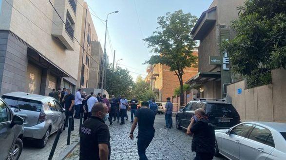 В Тбилиси произошла перестрелка: в 20-летнего юношу выстрелили девять раз