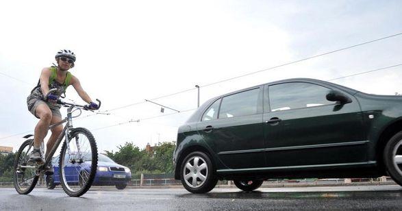 Правило 1,5 метра будет введено в действие в Чехии для автомобилистов