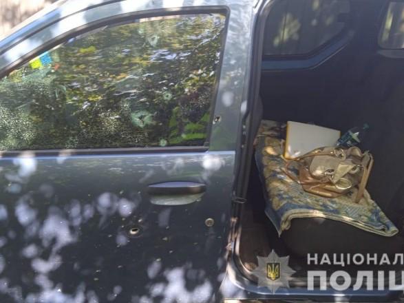 """На Днепропетровщине мужчина бросил взрывчатку под машину соседа: полиция открыла """"криминал"""""""