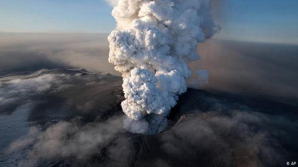 На испанском острове Пальма началось извержение вулкана: объявлена эвакуация