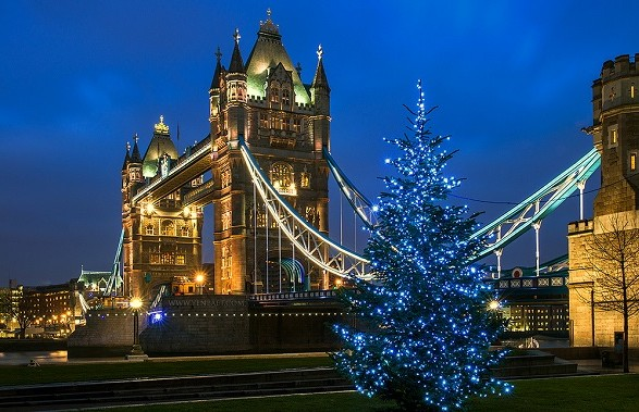 Джонсон заявил, что в Британии не планируют отменять Рождество из-за COVID-19
