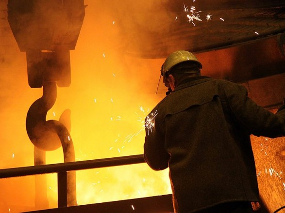 Промышленное производство за месяц сократилось на 3,3%