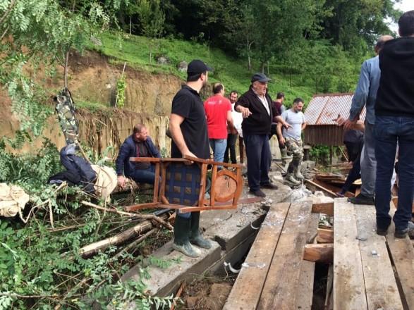 В грузинской Аджарии оползни разрушили дороги: 159 семей отрезаны от внешнего мира