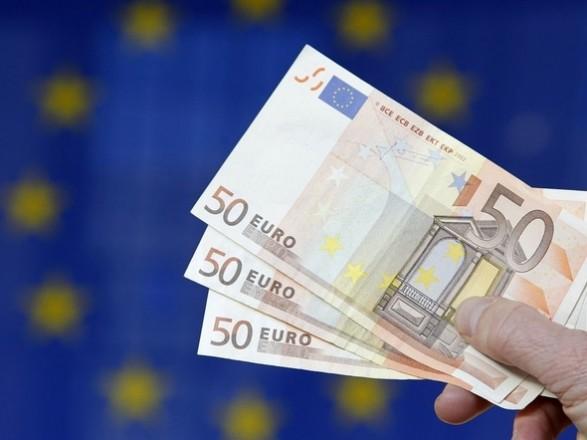 """ЕС решил предоставить Украине второй транш макрофина, но средства еще """"в пути"""" - их ожидают до конца осени"""
