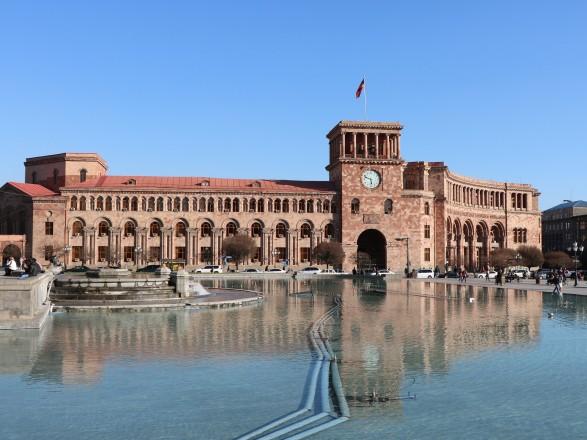 """В Армении заявили, что Ереван """"готов постепенно урегулировать отношения"""" с Турцией"""