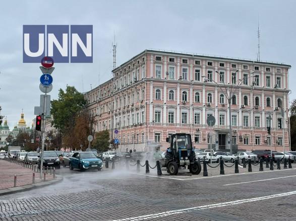 Возле здания Главного управления полиции в Киеве прорвало трубу