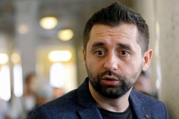 Арахамия привез в Трускавец подписные листы за отставку Разумкова