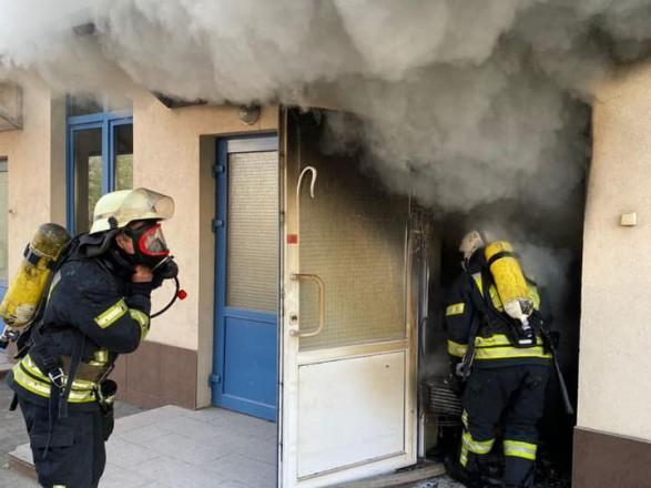 В столичной гимназии произошел пожар: более тысячи детей эвакуировали