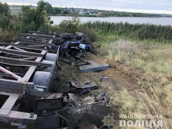 ДТП в Донецкой области: металлическая плита сорвала кабину водителя грузовика, мужчина погиб
