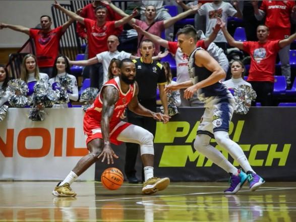 Баскетбол: действующий чемпион Украины одержал шестую подряд победу