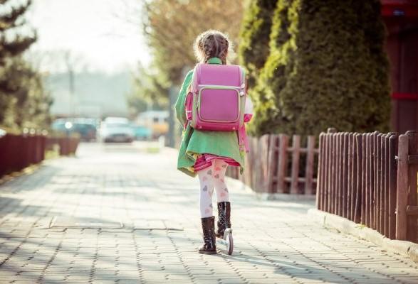 В Польше 10-летняя девочка пришла в школу пьяная и с алкоголем в рюкзаке