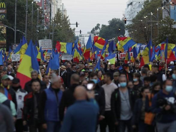 В столице Румынии тысячи людей протестовали против новых COVID-ограничений