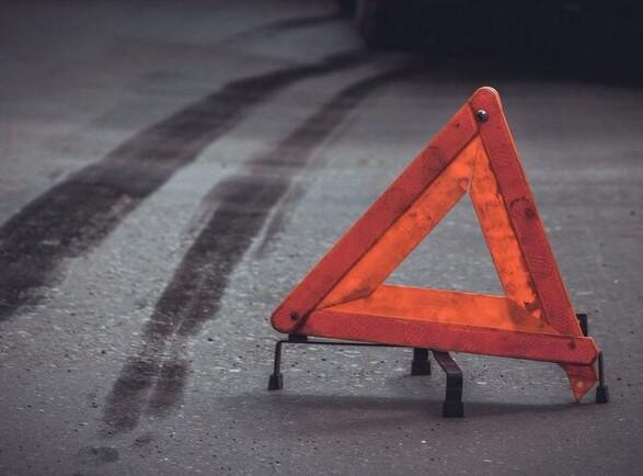 Бежали друг за другом: в Харькове грузовик сбил двух подростков, их госпитализировали