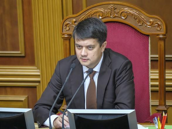 Две фракции инициируют отстранение Разумкова от ведения заседаний парламента