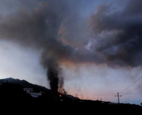 Извержение вулкана на Ла-Пальме: снова закрыли аэропорт
