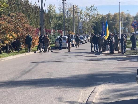 Полиция не зафиксировала серьезных нарушений правопорядка на акции, проходящей под домом Порошенко