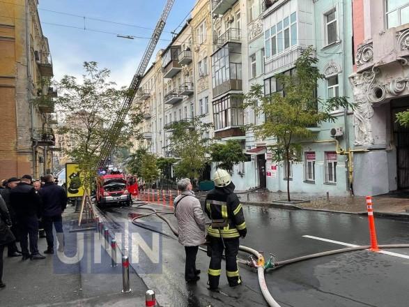 Пожар в доме в центре Киева: сгорело 200 кв. м, жертв нет