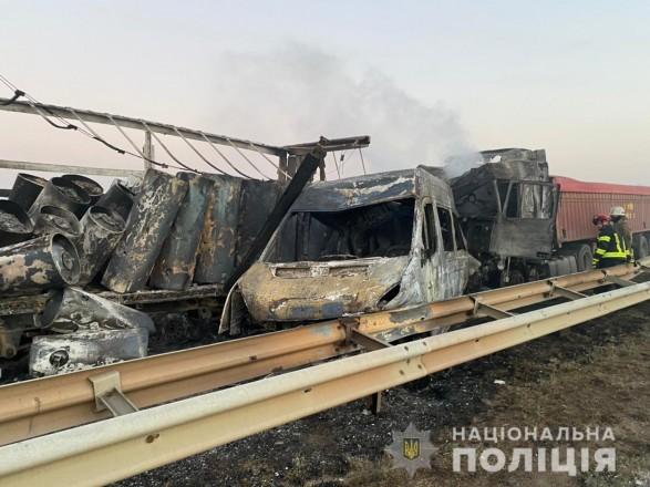 Масштабное ДТП с погибшими на Одесской трассе: в больнице еще 8 человек, из них пятеро — несовершеннолетние