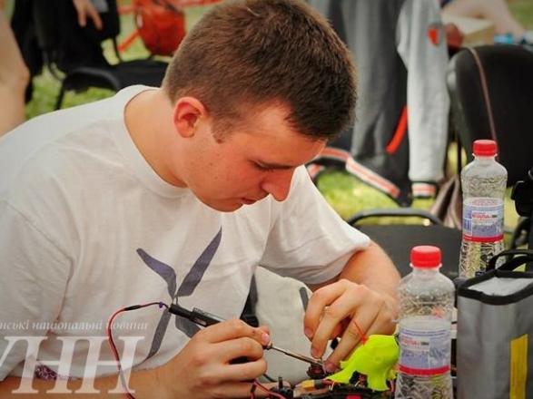 Фестиваль дронів та Чемпіонат Східної Європи з дрон-рейсингу стартували в Ужгороді - фото 1